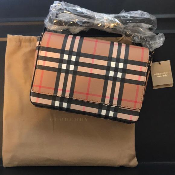 4852e07671ee NWT Burberry Hampshire Vintage Check Crossbody Bag